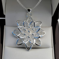 """925 Stamped Silver Plt Flower Petal Pendant with 18"""" Necklace Chain UK Gift"""